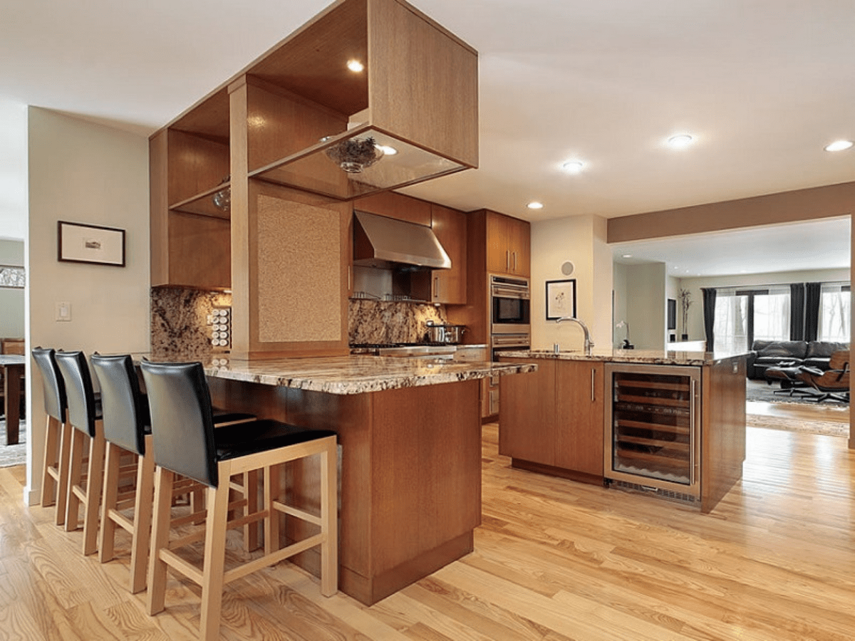 Peninsula L kitchen design